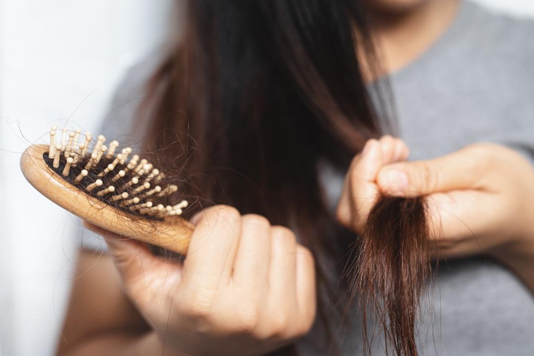 Pourquoi nous perdons nos cheveux plus en automne?