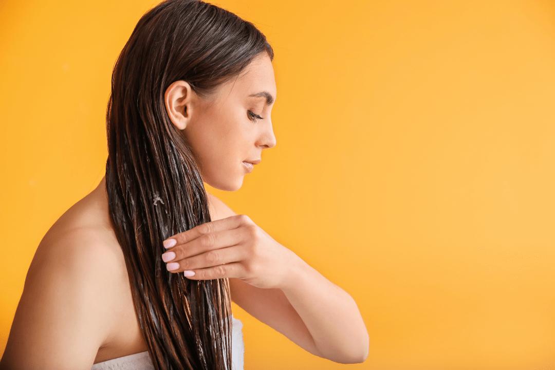 Comment avoir de beaux cheveux avec un bain d'huile